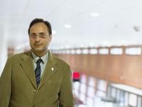 El profesor Soler en la Facultad de Economía de Valencia. Foto: Sergi Albir.
